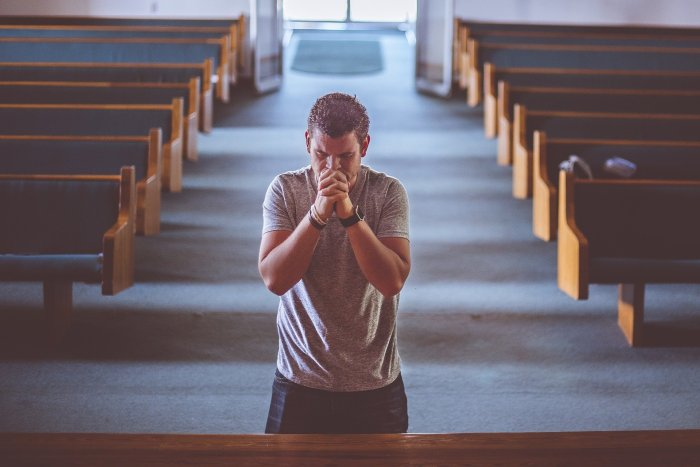 praying-2179326_1920-2